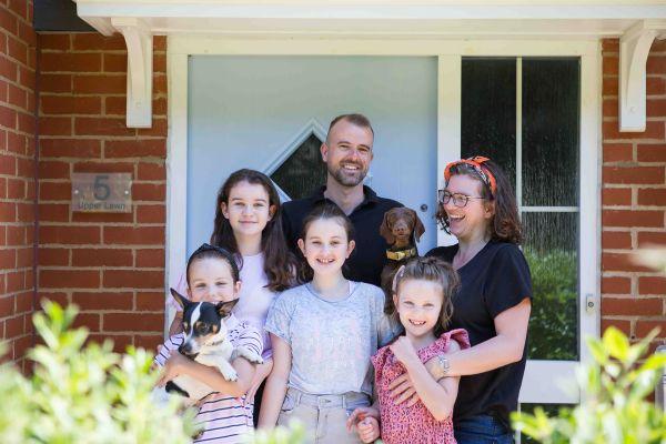 Mini Shoot Doorstep Family Photo